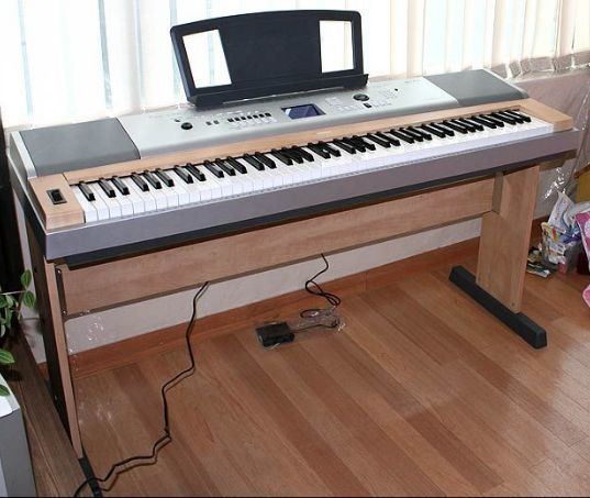 PIANO YAMAHA PORTABLE GRAND DGX-630 - foto 1