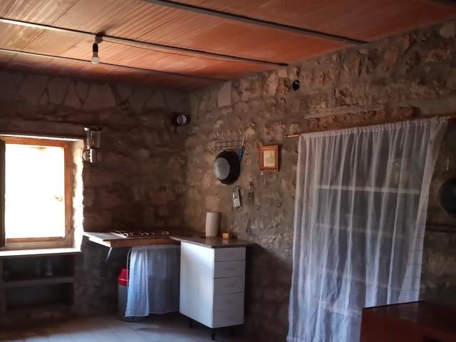 FINCA CON AGUA DE RIEGO Y CONSTRUCCIÓN - foto 4