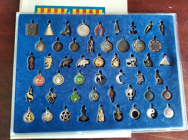 Colección Amuletos Del Mundo