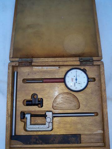 Antigua Caja Con Manometro De Precision