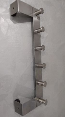 PERCHERO DE METAL PLATEADO MARCA IKEA - foto 1