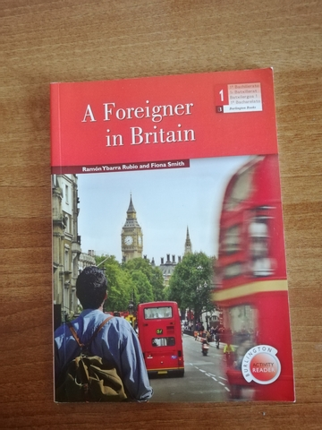 A FOREIGNER IN BRITAIN - foto 1