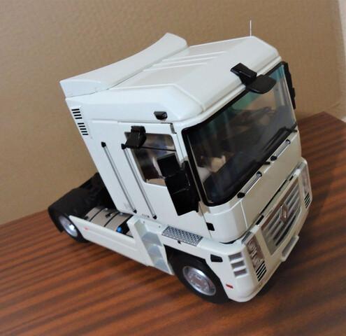 Renault Magnum Cabeza Tractora 1:18