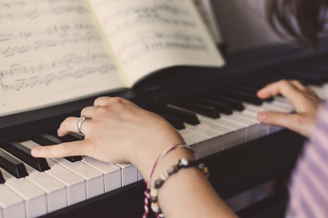 MUSICOS:  VIOLINISTAS,  PIANISTAS,  ETC - foto 1