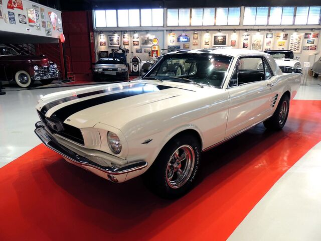 FORD - MUSTANG COUPÉ - foto 1