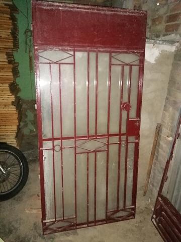Puerta De Hierro Y Cristal
