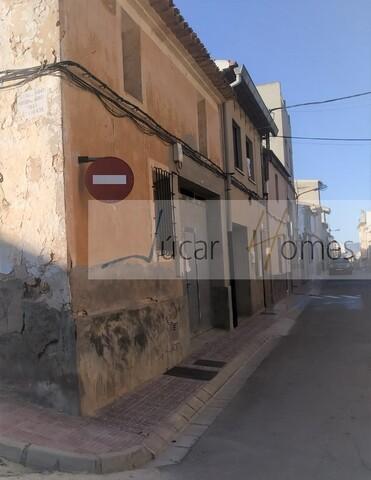 CASA PARA RESTAURAR - TIPO SOLAR - foto 1