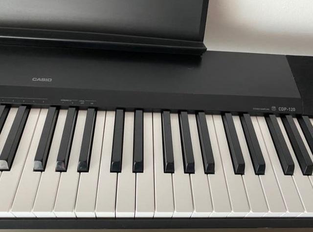 VENDO PIANO EN PERFECTO ESTADO - foto 2