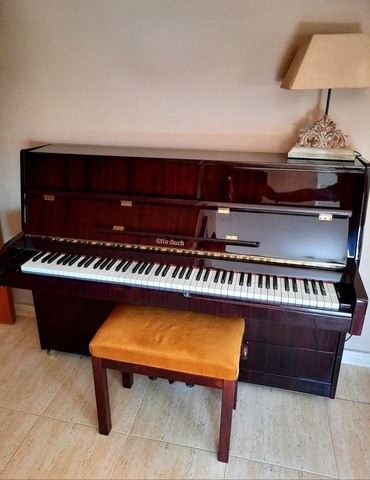 PIANO DE PARED MUY BUEN ESTADO - foto 1