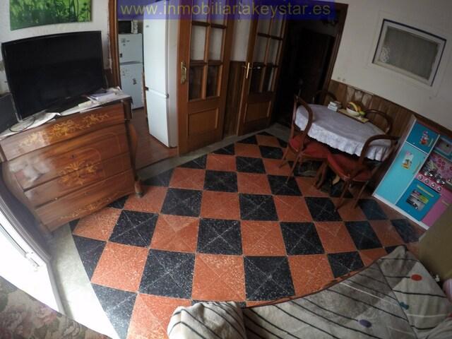 - .  REF: A3607.  PISO BAJOS CON TERRAZA CON - foto 1