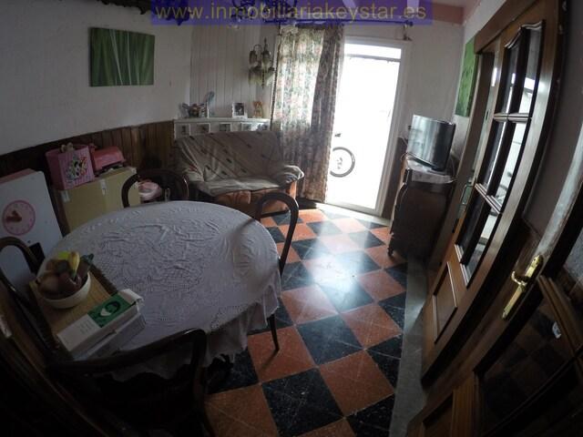 - .  REF: A3607.  PISO BAJOS CON TERRAZA CON - foto 7