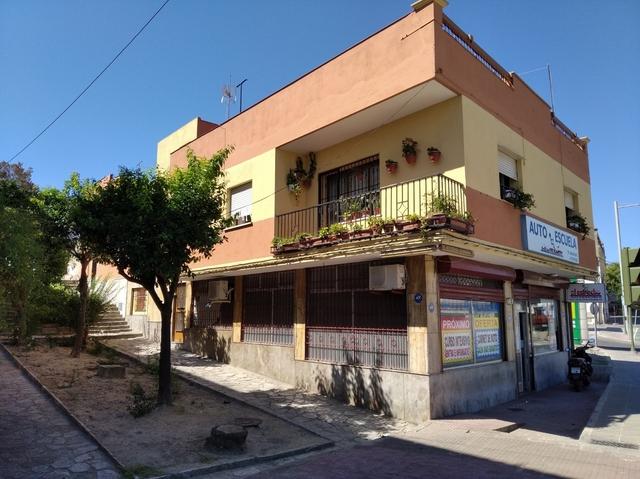 FINCA CON LOCAL COMERCIAL + 2 VIVIENDAS - foto 1