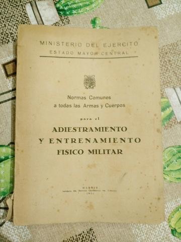 Antiguo Libro Militar 1956