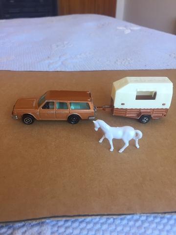 Miniatura De Volvo Con Remolque