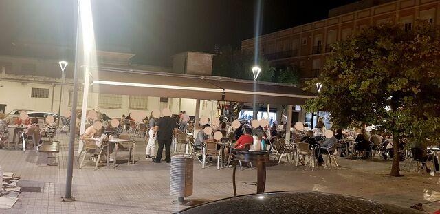 CAFÉ-BAR CON TERRAZA Y COCINA - foto 1