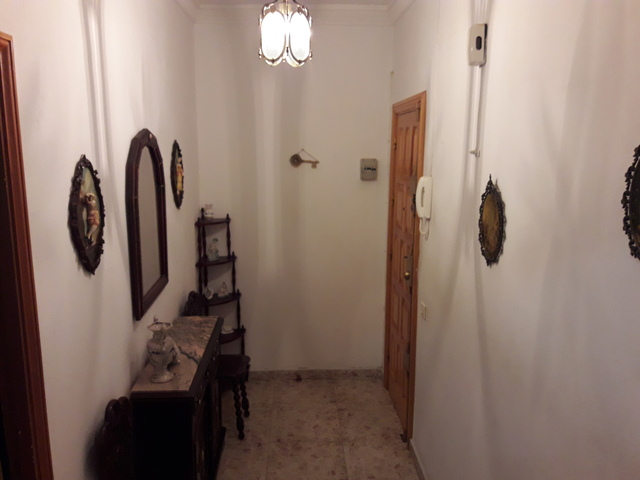 - .  REF: 3310-13269.  PISO DE TRES - foto 4