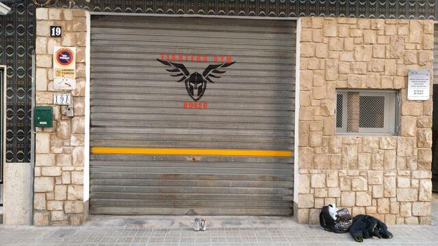 GRAFFITI EN PERSIANAS Y EXTERIORES - foto 3