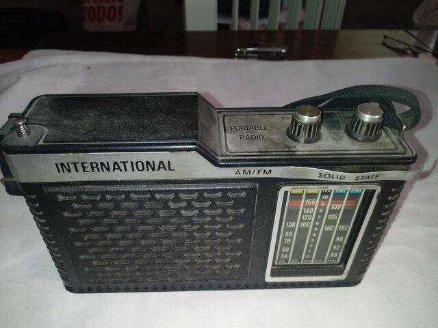 Muñecas Casa 1960/'s Bronceado Transistor Radio Miniatura 1:12 Escala Accesorio