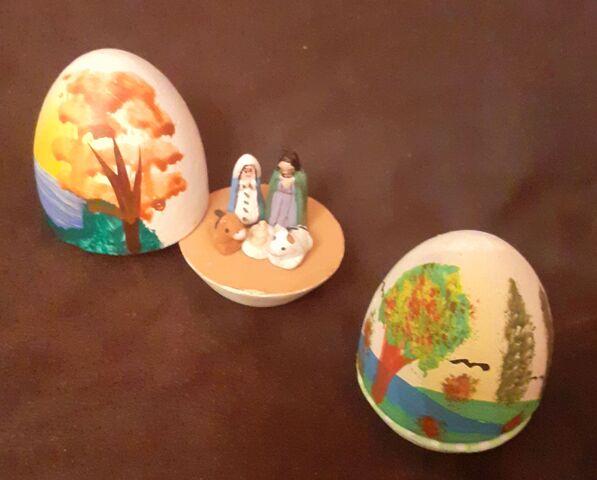 Pareja De Huevos Miniatura Con Nacimien