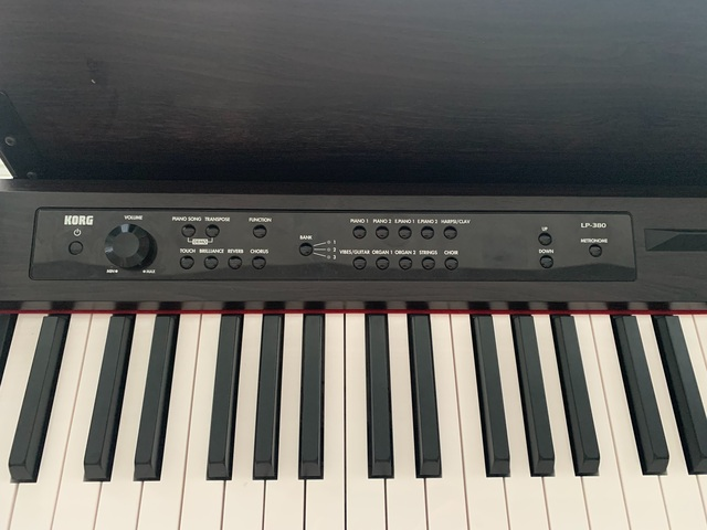 COMO NUEVO PIANO KORG LP380 - foto 1