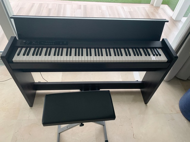 COMO NUEVO PIANO KORG LP380 - foto 2