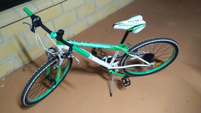 "Bicicleta De Montaña 26\"" Mtb Y Casco."