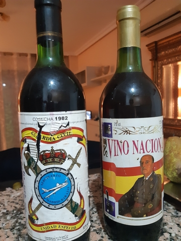 2 Botellas Vino Franco/Guardia Civil 82