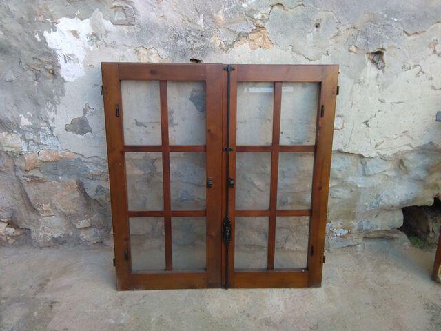 Puerta Y Dos Ventanas Iguales