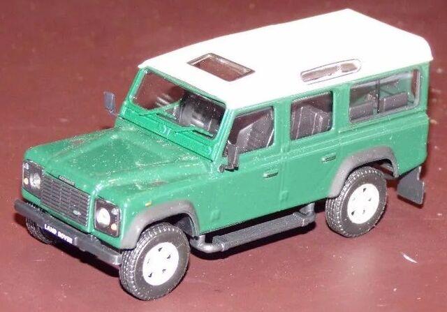 Land Rover Defender Granate Largo Escala