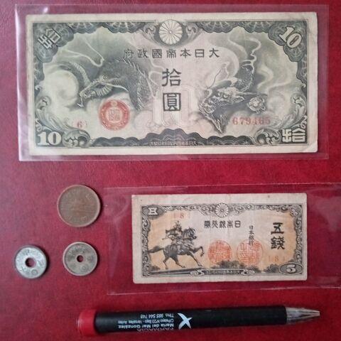 2 Billetes Y 3 Monedas Antiguas De Japon