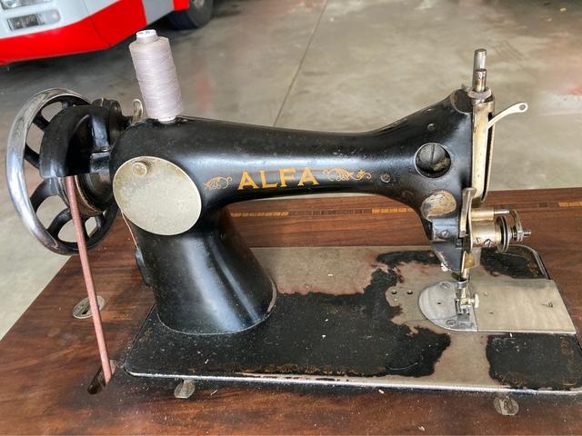 Maquina De Coser Manual Alfa