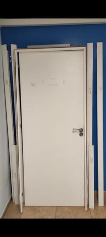 4 Puertas Blancas Con Pomos Y Cerraduras