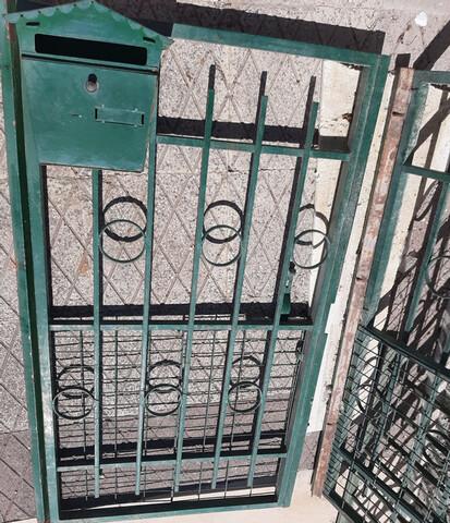Vendo Puertas De Hierro Con Buzón Y Marc