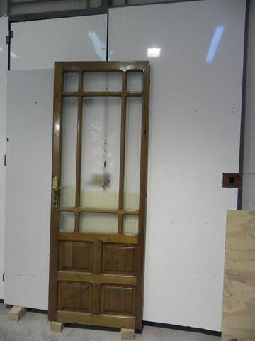 Puerta De Madera Y Cristales
