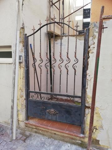 Puerta Y Barandilla De Exterior