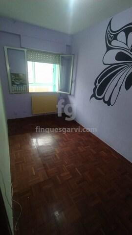 REF: 5912A.  AMPLIO PISO DE 3 HABITACIONES - foto 2