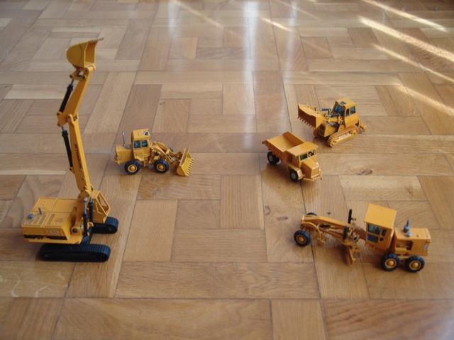 Camión Y Escavadora En Miniatura