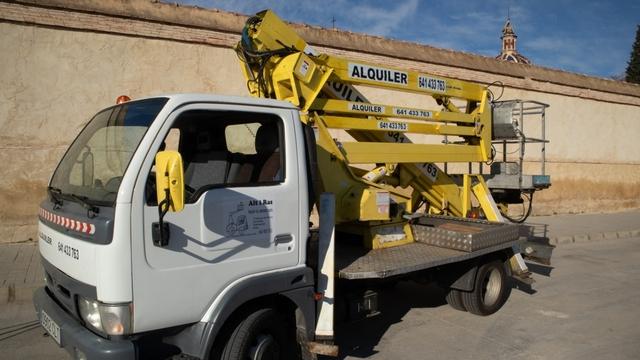 ALQUILER CAMIÓN CESTA ELEVADORA - foto 1