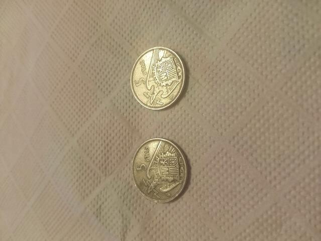 2 Monedas 5 Pesetas De Franco Del 57