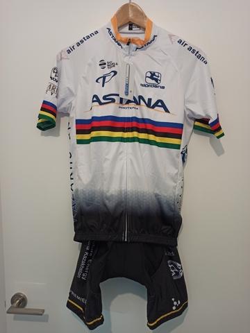 Equipación Ciclismo Astana