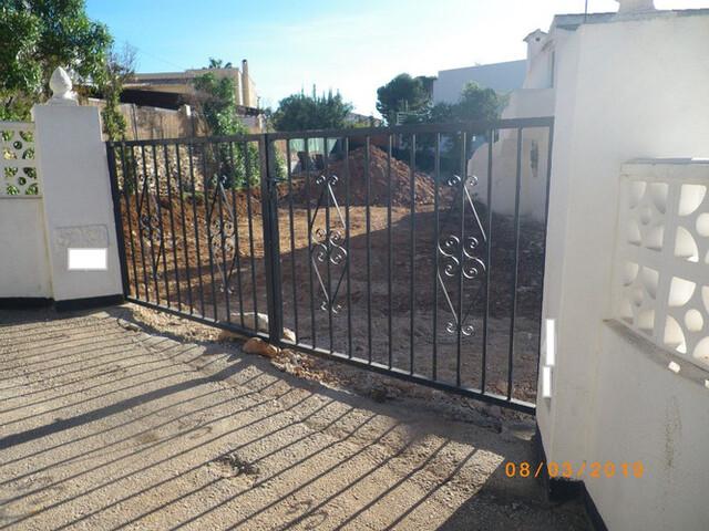 Barreras,  Puertas,  Rejas De Hierro . . . .
