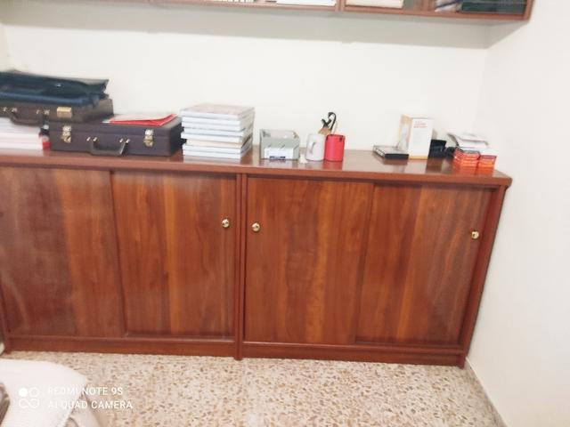 MUEBLE BAJO DE OFICINA Y ESTANTERÍA - foto 1
