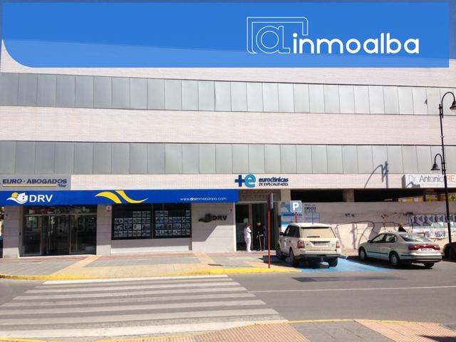 OFICINA EN LA CALLE PRINCIPAL DE NEGOCIO - foto 1