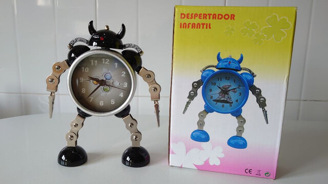 Reloj Despertador Robot Nuevo