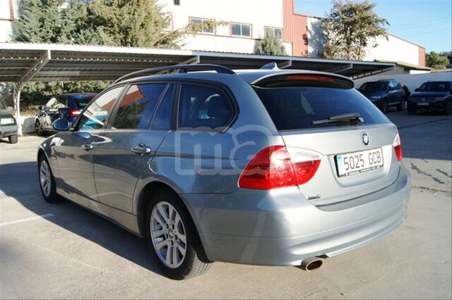 BMW - SERIE 3 318D TOURING - foto 5