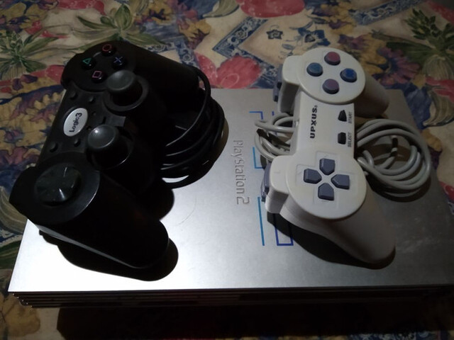 PLAYSTATION 2 - foto 8