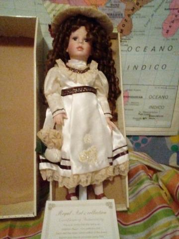 Muñeca Doll Con Certificado De Garantía.