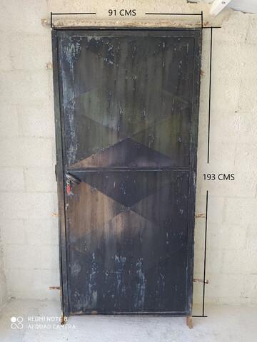 Puerta De Chapa.  Color Negro