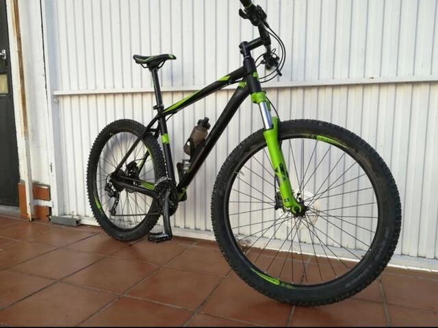 Bicicleta Montaña Cube + Casco + Guantes