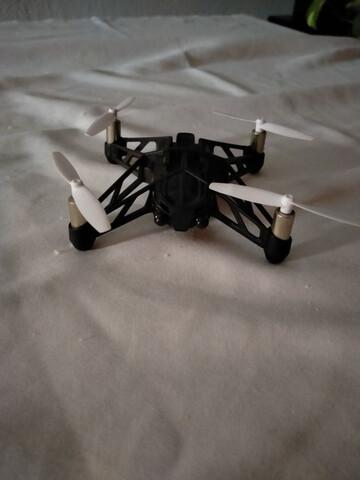 DRONE CON CÁMARA Y LANCHA - foto 2